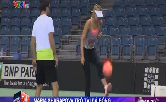 Maria Sharapova trổ tài… đá bóng