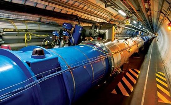 Máy gia tốc hạt lớn nhất thế giới tái khởi động sau 2 năm