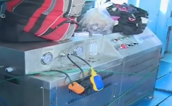 Phú Yên sử dụng máy lọc nước biển trên tàu cá