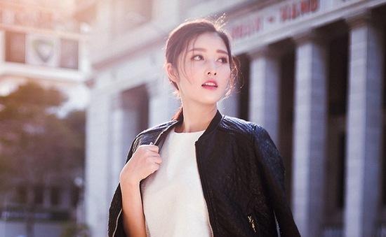 Hoa hậu Triệu Thị Hà biến hóa với tông màu đen – trắng