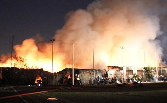 TP. HCM: Cháy lớn thiêu rụi kho chứa đồ trang trí nội thất