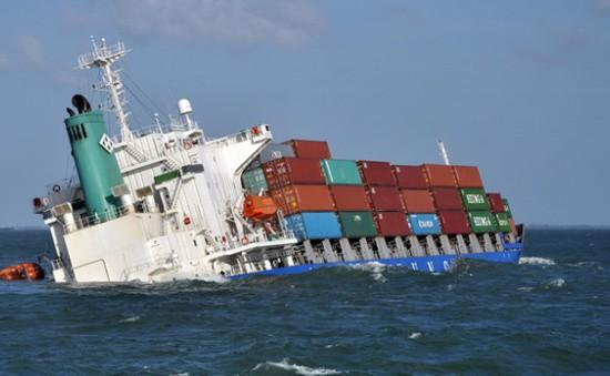 Cứu sống 10 thuyền viên trên tàu hàng bị chìm ở vùng biển Cồn Cỏ