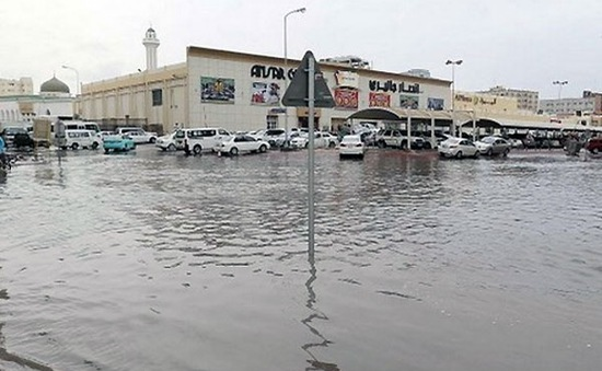 Mưa ngập, nhiều cơ sở hạ tầng tại Qatar, Arab Saudi bị hư hại