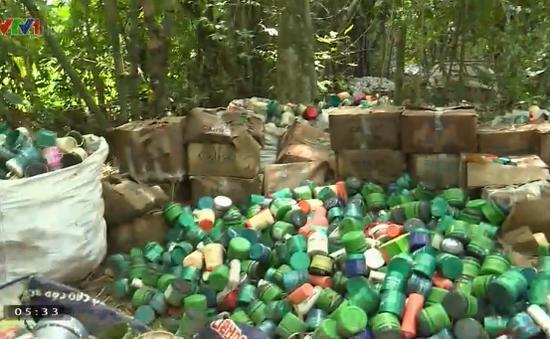 Phát hiện hàng chục tấn mỹ phẩm bị chôn lấp ở vườn nhà