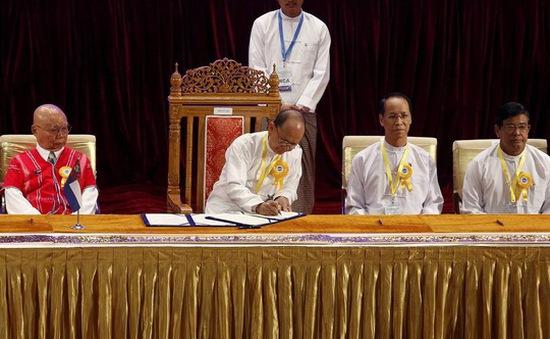 Tổng thống Myanmar ký thỏa thuận hòa bình lịch sử với 8 nhóm vũ trang