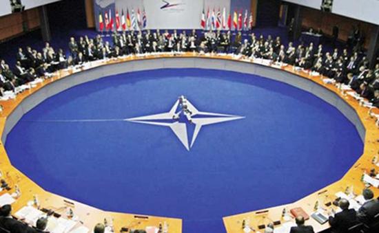 NATO nhóm họp trước việc Nga tăng cường hiện diện quân sự tại Syria