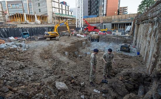 Anh: Phát hiện quả bom nặng gần 50kg gần SVĐ Wembley