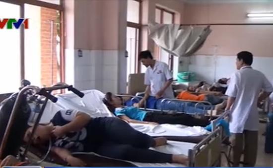 TP.HCM: 33 công nhân nhập viện do nghi ngộ độc khí