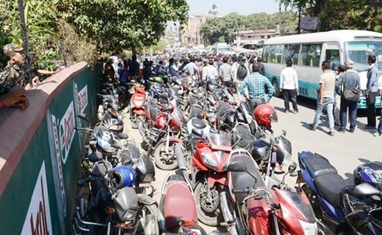 """Kinh tế Nepal """"oằn mình"""" với gánh nặng khan hiếm xăng dầu"""