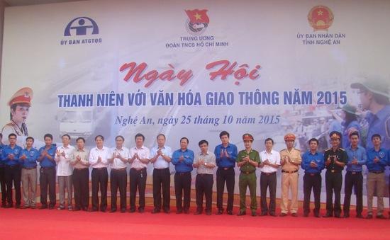 Đông đảo thanh niên tham gia Ngày hội Thanh niên với văn hóa giao thông 2015
