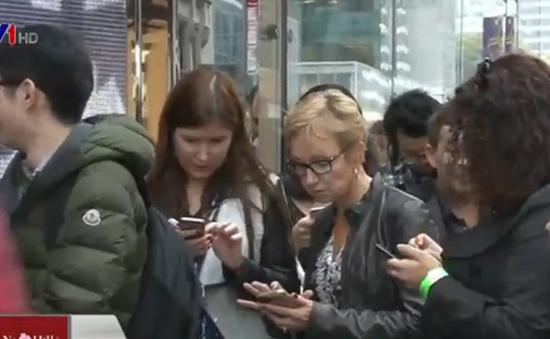 Người dân Mỹ 'rồng rắn' xếp hàng chờ mua đồ H&M