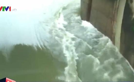Phú Yên: Nguy cơ vỡ hồ Phú Xuân do mưa lũ