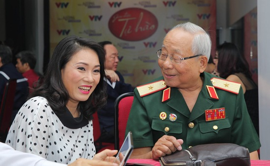 """Nhà báo Tạ Bích Loan tham gia """"ghế đỏ"""" của Giai điệu tự hào tháng 9"""