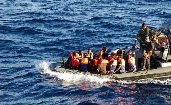 Hải quân châu Âu cứu người di cư trên Địa Trung Hải