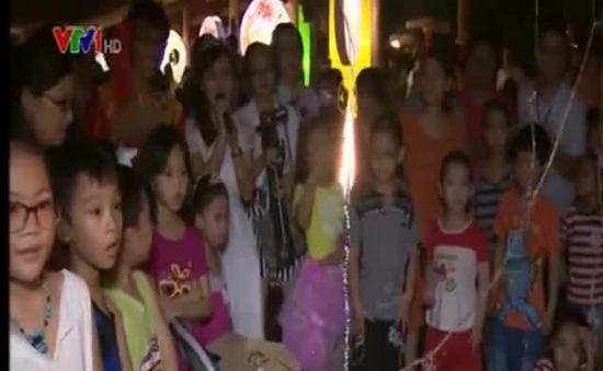 Gần 1.000 em nhỏ, phụ huynh tham gia Lễ hội Rước trăng ra phố