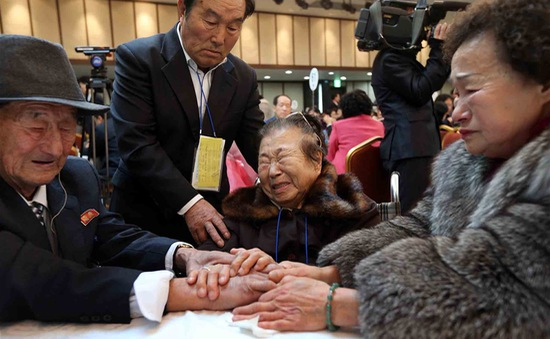 Gia đình ly tán hai miền Triều Tiên đoàn tụ vòng thứ hai