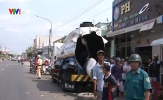 Cà Mau: Hiện trường vụ nổ xe bồn làm 2 người bị thương nặng