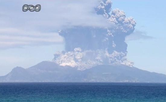 Nhật Bản sơ tán người dân do núi lửa phun trào