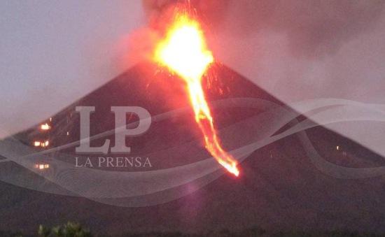 Nicaragua: Núi lửa Momotombo phun trào trở lại sau 110 năm ngừng hoạt động