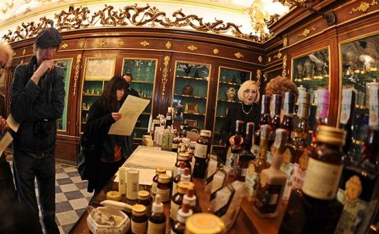 Lạc bước vào cửa hàng nước hoa 600 năm tuổi ở Italy
