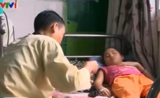 Bé gái mồ côi bị ung thư mong sự giúp đỡ