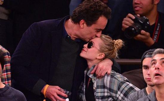 Sao nhí nổi tiếng Hollywood kết hôn với em trai cựu Tổng thống Pháp