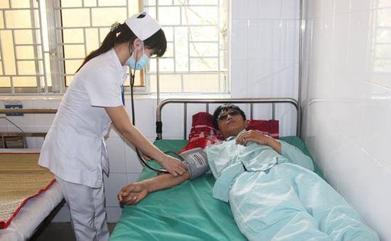 Cứu sống bệnh nhân ở Đồng Nai bị đàn ong đốt 300 mũi