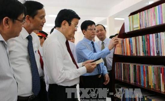 Chủ tịch nước dâng hương tưởng niệm Luật sư Nguyễn Hữu Thọ