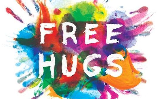 Free hugs 2015: Trao cái ôm, nhận nụ cười