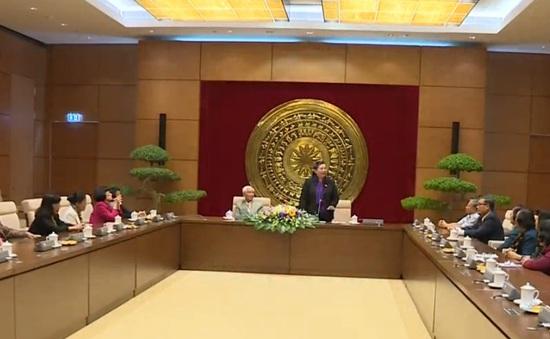 Phó Chủ tịch Quốc hội Tòng Thị Phóng tiếp Đoàn đại biểu Quốc hội tỉnh Bến Tre