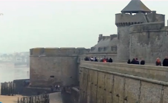 """Pháp chuẩn bị đón """"thủy triều thế kỷ"""""""