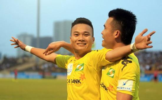 """""""Ronaldo Việt Nam"""" sút xa đẳng cấp nâng tỷ số lên 2-0"""