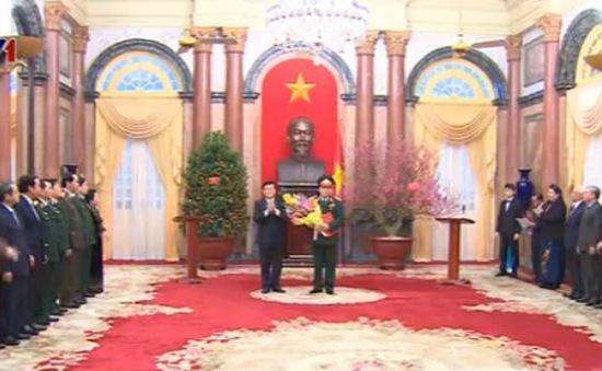 Chủ tịch nước trao QĐ phong hàm Thượng tướng cho đồng chí Huỳnh Ngọc Sơn