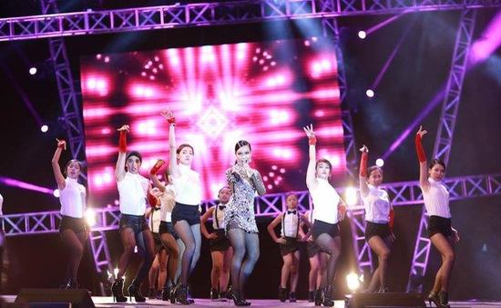 Phương Vy dữ dội trong đêm mở màn Vietnam Idol 2015