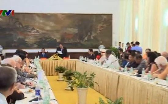 Phó Thủ tướng Nguyễn Xuân Phúc gặp mặt các đoàn khách quốc tế