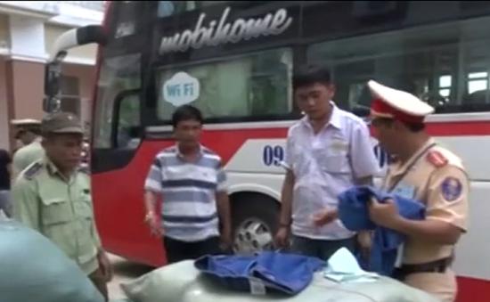 Quảng Nam: Bắt hàng chục bao tải hàng hóa trái phép