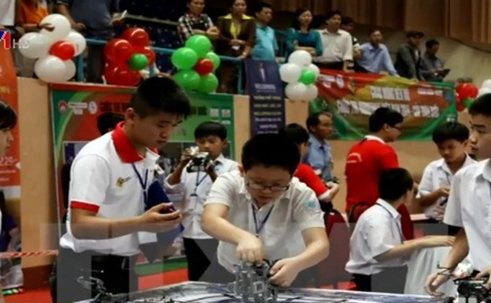 366 học sinh tham dự Ngày hội Robothon quốc tế 2015