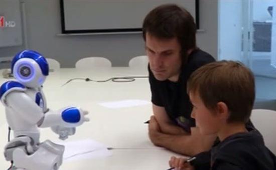 Robot tập viết khuyến khích sự tự tin ở trẻ