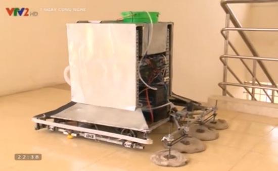 SV Việt Nam chế tạo thành công Robot vệ sinh hành lang công sở