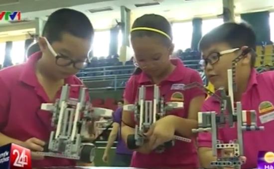 Hơn 200 học sinh tham gia cuộc thi Robothon 2015