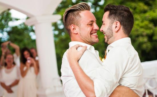 Khoảnh khắc đẹp của đám cưới đồng giới