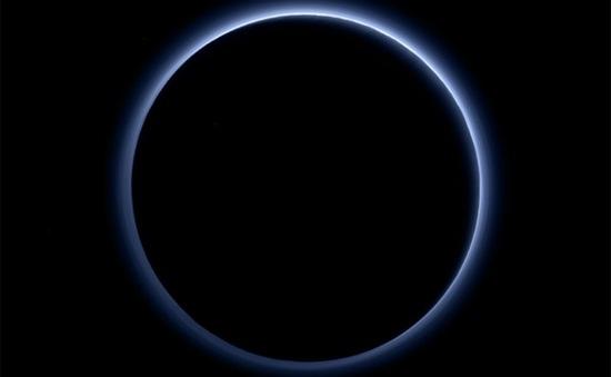 NASA công bố ảnh màu về bầu khí quyển sao Diêm Vương