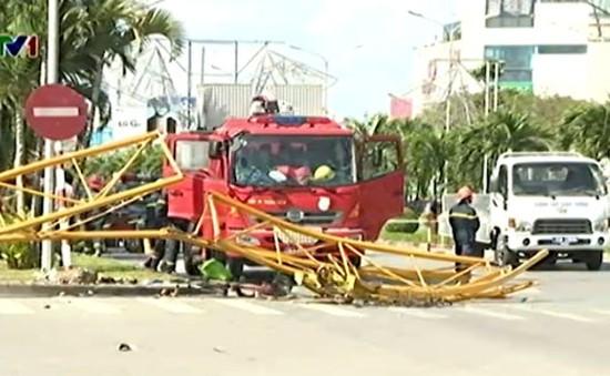 Hàng loạt tai nạn giao thông do sập đổ thiết bị thi công