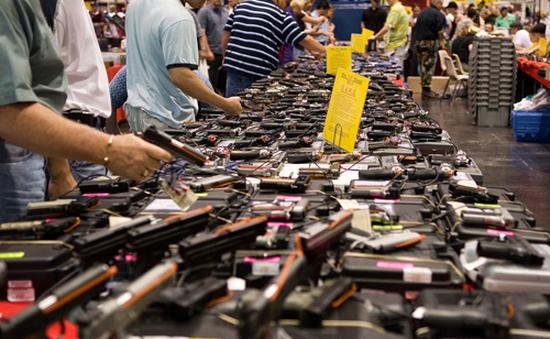 Doanh số bán súng ở Mỹ tăng mạnh sau vụ San Bernadino