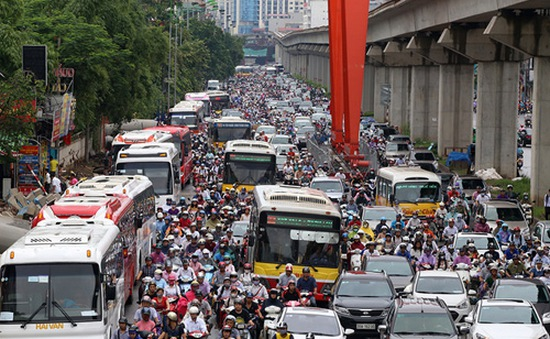 Hà Nội giảm tần suất xe buýt qua các điểm thi công đường sắt