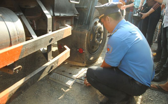 Đăk Lăk: Xe chở quá trọng tải chống người thi hành công vụ