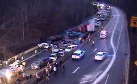 Mỹ: Tai nạn xe khách, gần 20 người thương vong