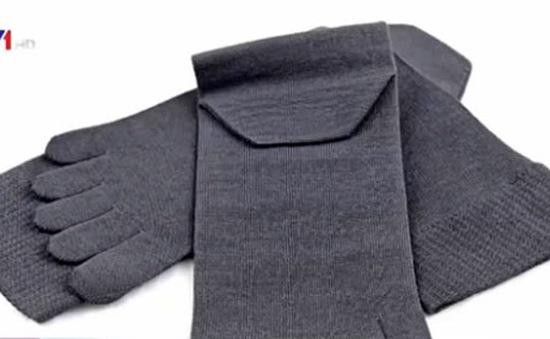 Nhật Bản phát minh tất có thể khử mùi hôi chân