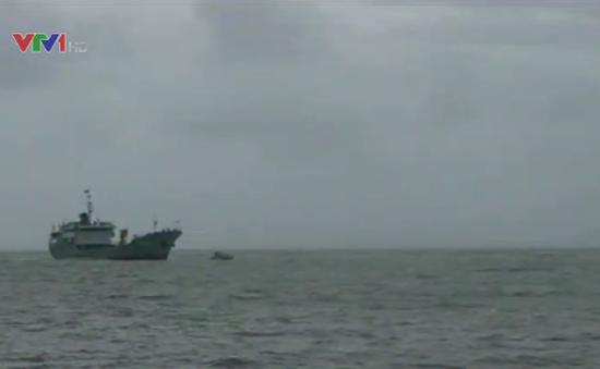 Quảng Ninh: Tàu hải quân cập đảo Cô Tô đón khách du lịch
