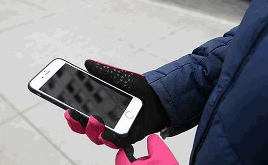Sử dụng iPhone không cần tháo găng tay